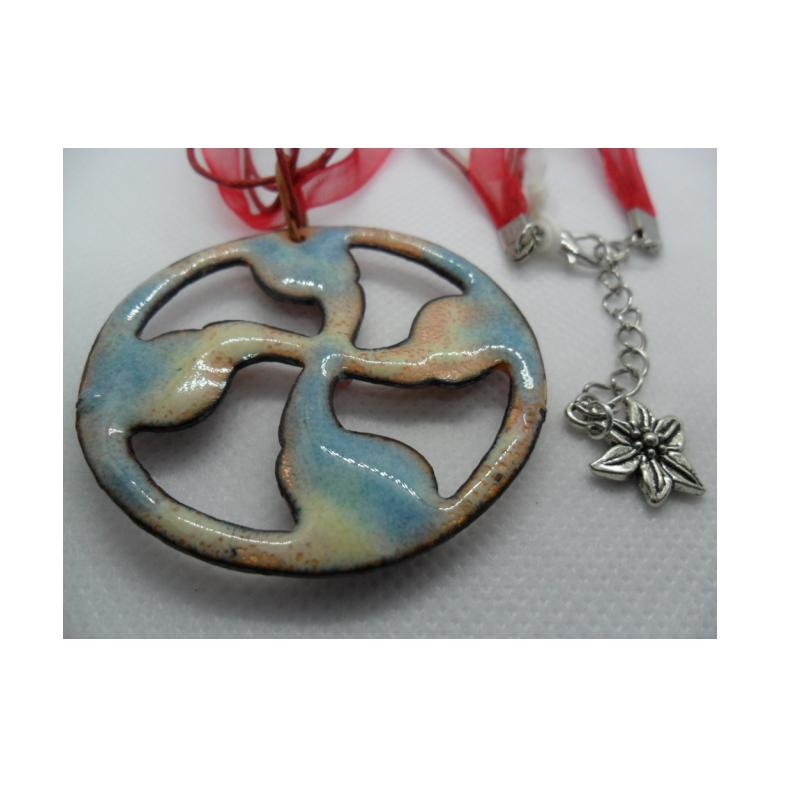 "Reversible ""lauburu"" cross pendant with enamel and glass pieces on organza ribbon - photo détail"