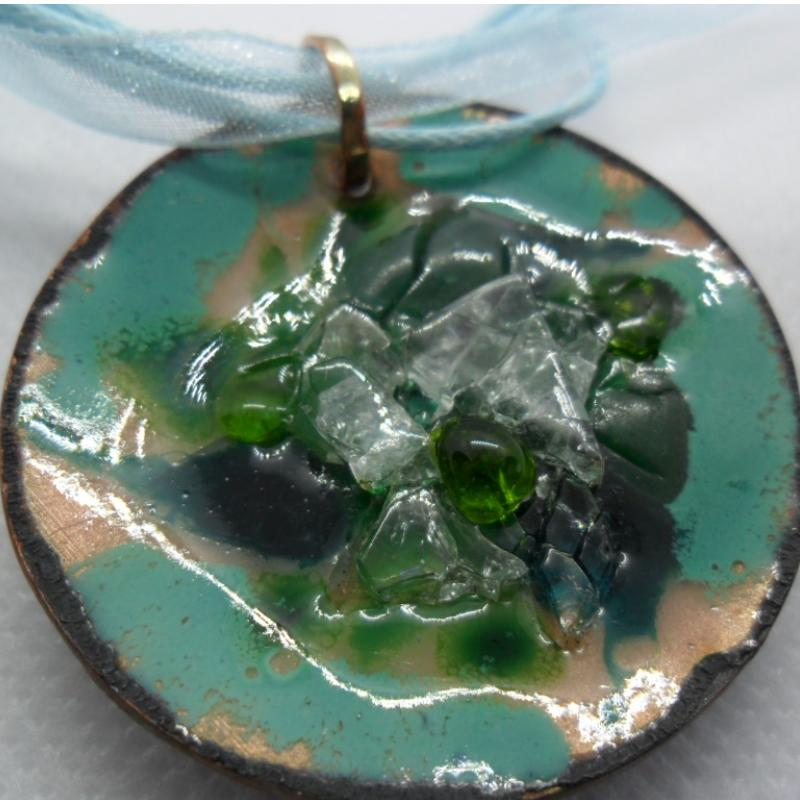 Embossed copper enamelled pendant with glass pieces on light blue organza ribbon - photo vitrine