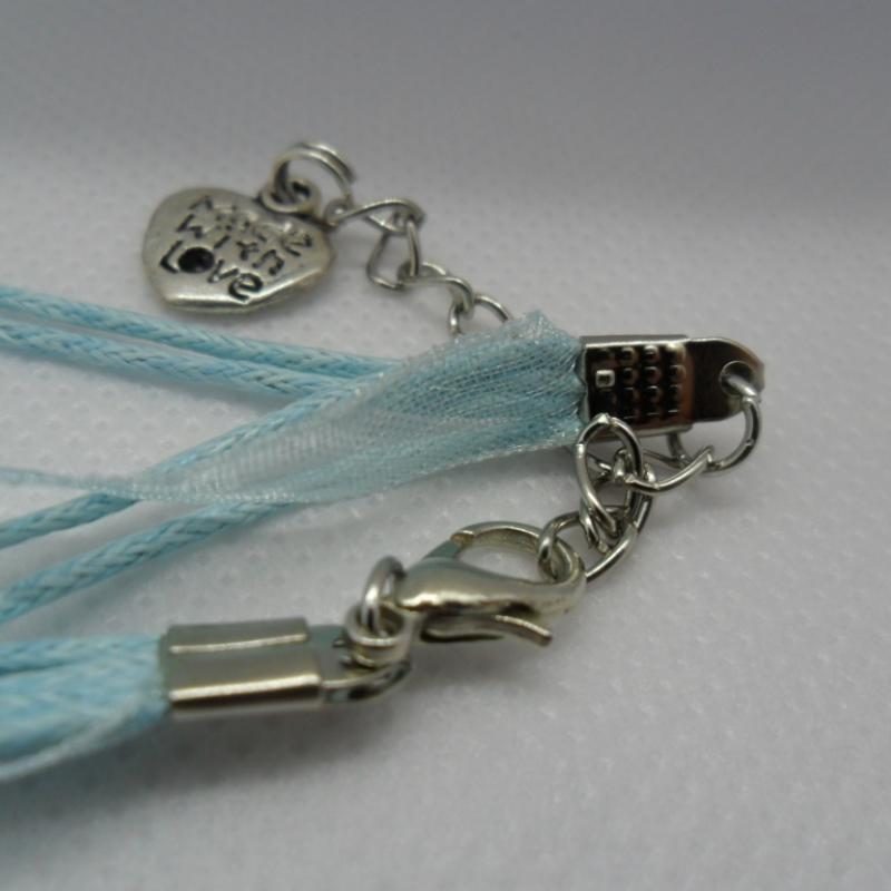 Embossed copper enamelled pendant with glass pieces on light blue organza ribbon - photo détail